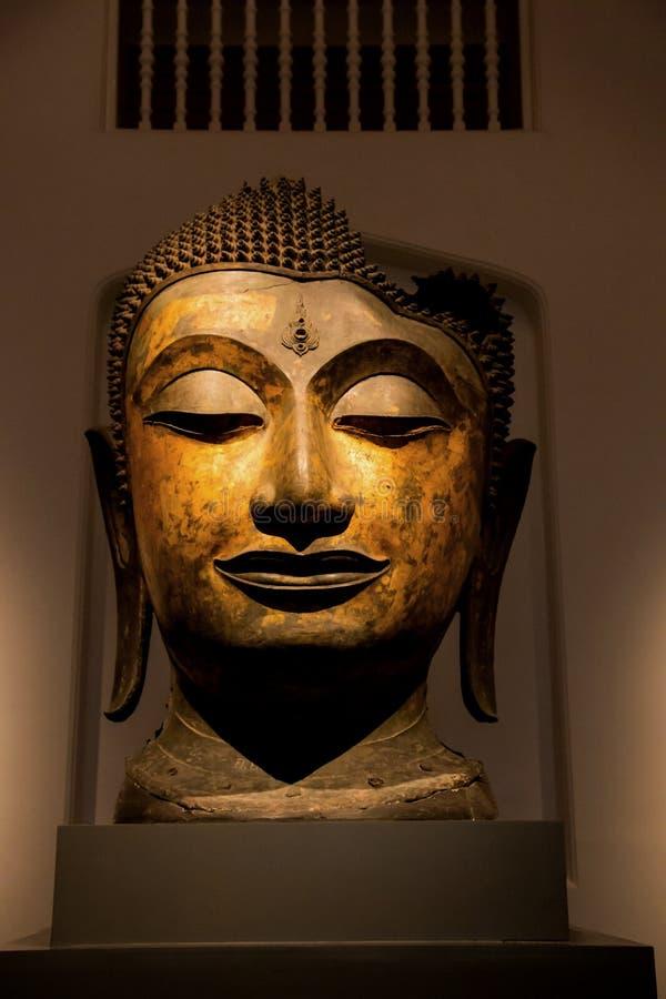 O Museu Nacional Banguecoque, buddha de pedra idoso imagens de stock