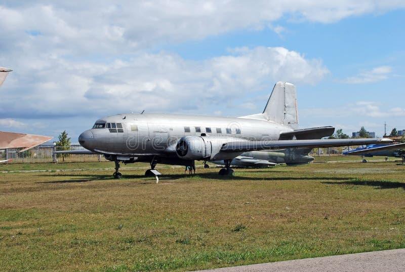 O museu técnico sob o céu aberto K g Sakharova na cidade de Togliatti Exibição dos aviões transporty da carga do museu imagem de stock