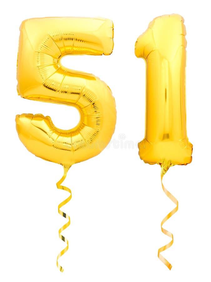 O número dourado cinqüênta um 51 fez do balão inflável com a fita no branco imagens de stock