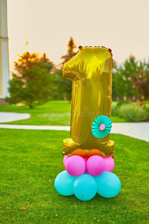 O número dourado 1 fez do balão inflável foto de stock
