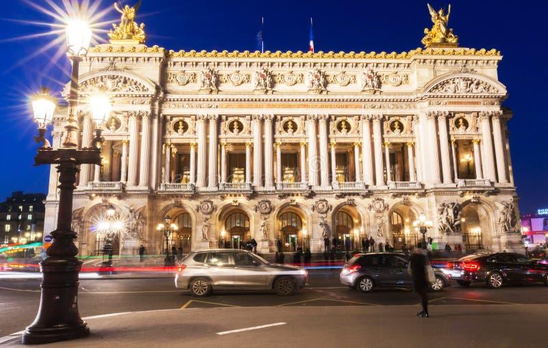 O nacional de Opera de Paris na noite imagens de stock royalty free