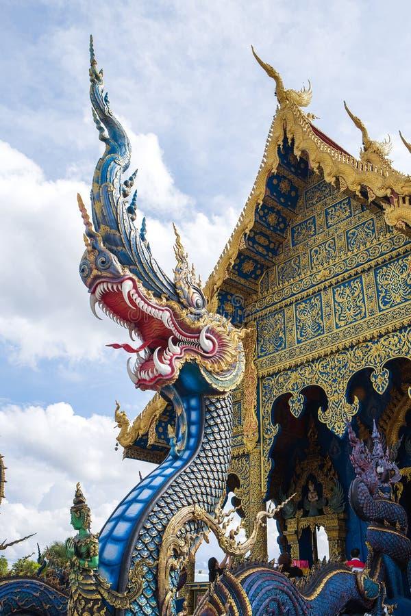 O Naga no templo de Wat Rong Suea Ten imagens de stock royalty free