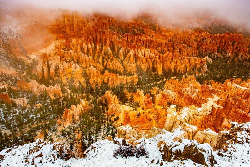 O nascer do sol em Mesa Arch foto de stock royalty free
