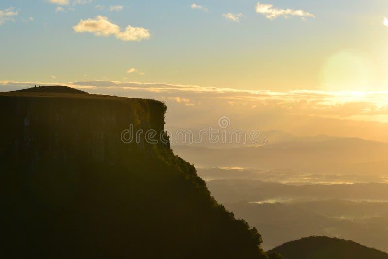 O nascer do sol em Serra faz o Rio faz Rastro - Santa Catarina - Brasil imagens de stock