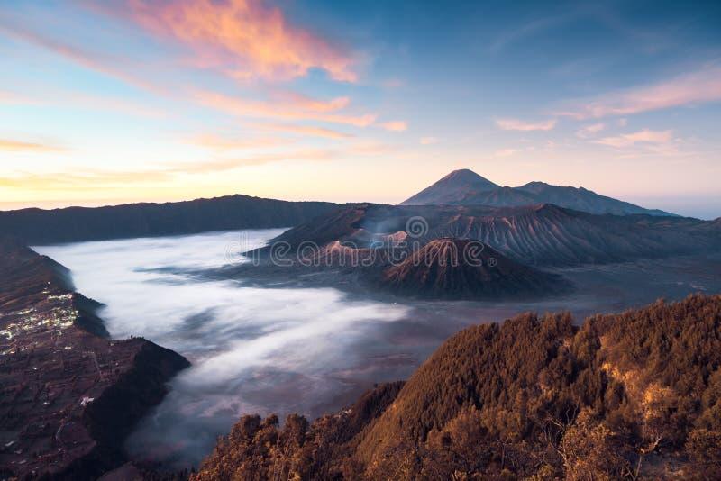 O nascer do sol do vulcão de Bromo, tiro em Java, indunesia fotos de stock