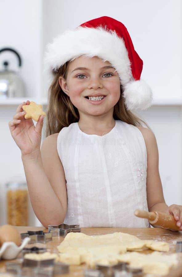 O Natal do cozimento da família endurece na cozinha imagem de stock royalty free