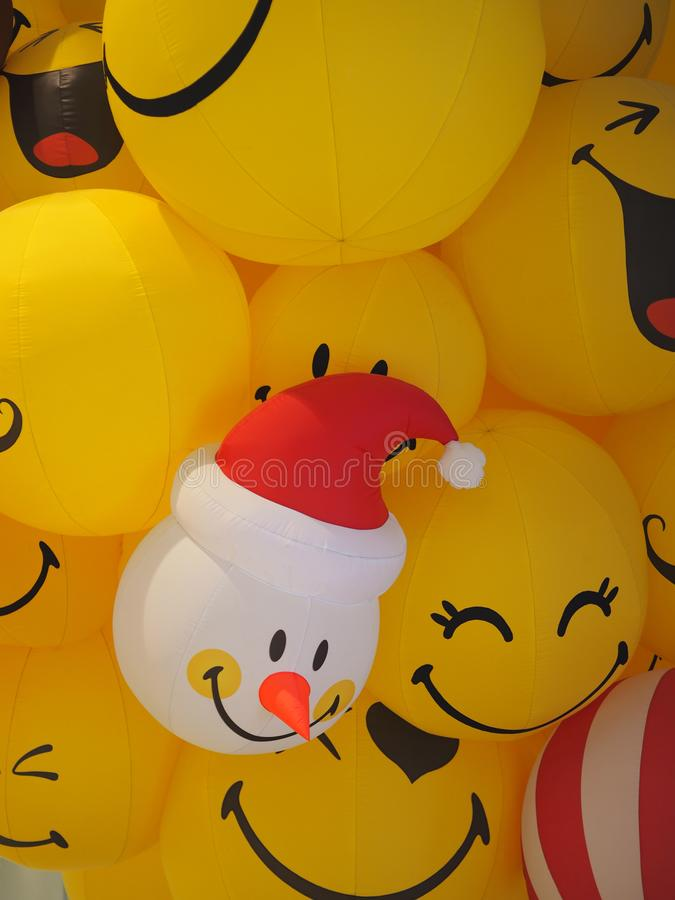 O Natal Santa Claus Smiley enfrenta o balão amarelo da bola fotografia de stock royalty free