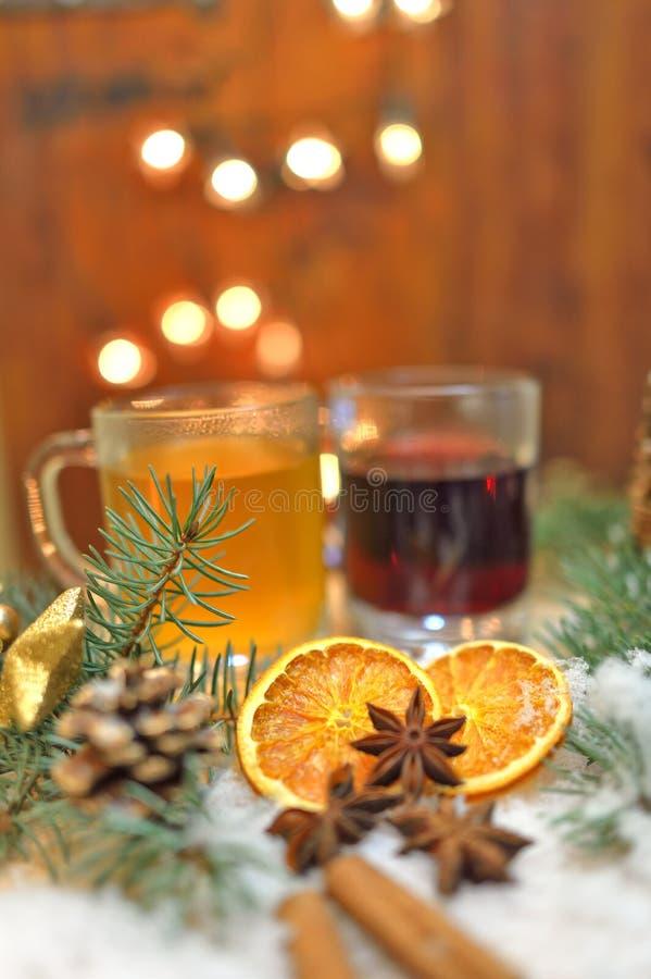 O Natal temperou bebidas imagens de stock royalty free