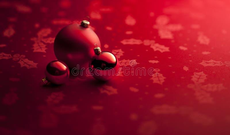 O Natal vermelho Ornaments o fundo