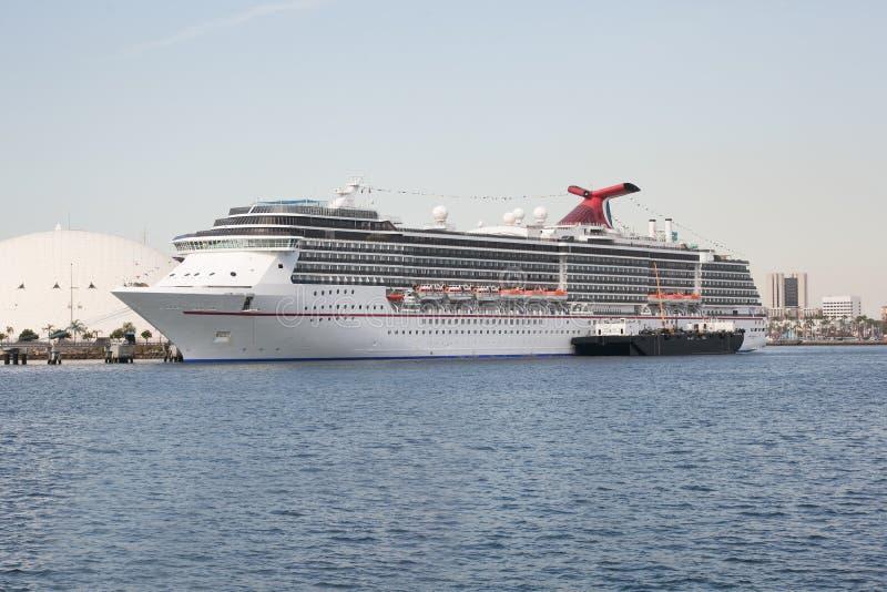 O navio de cruzeiros é entrado no porto de Los Angeles Califórnia foto de stock royalty free
