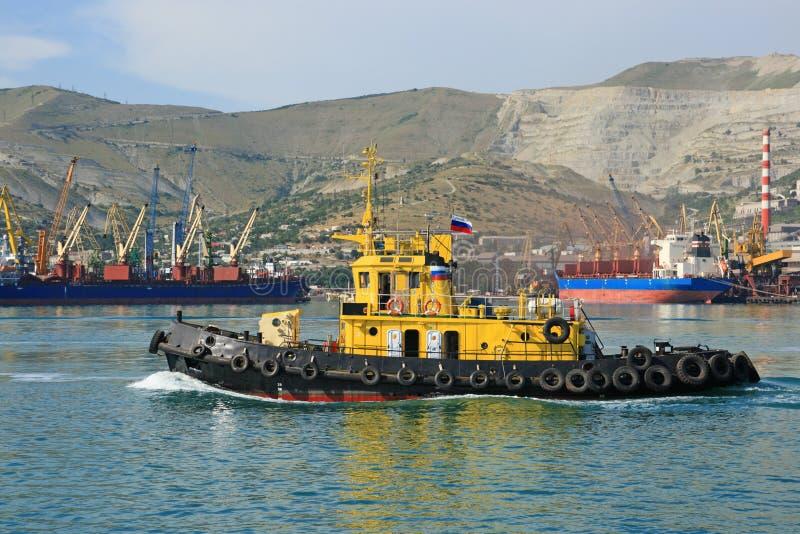 Download O navio do mar foto de stock. Imagem de paisagem, doca - 10050646