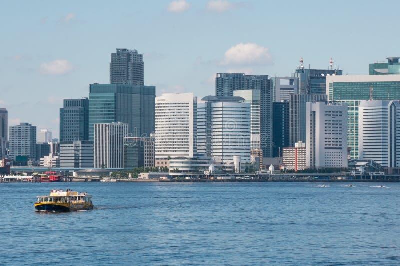 Download O Navio Em Um Fundo Do Tóquio Imagem de Stock Editorial - Imagem de tokyo, downtown: 65581444