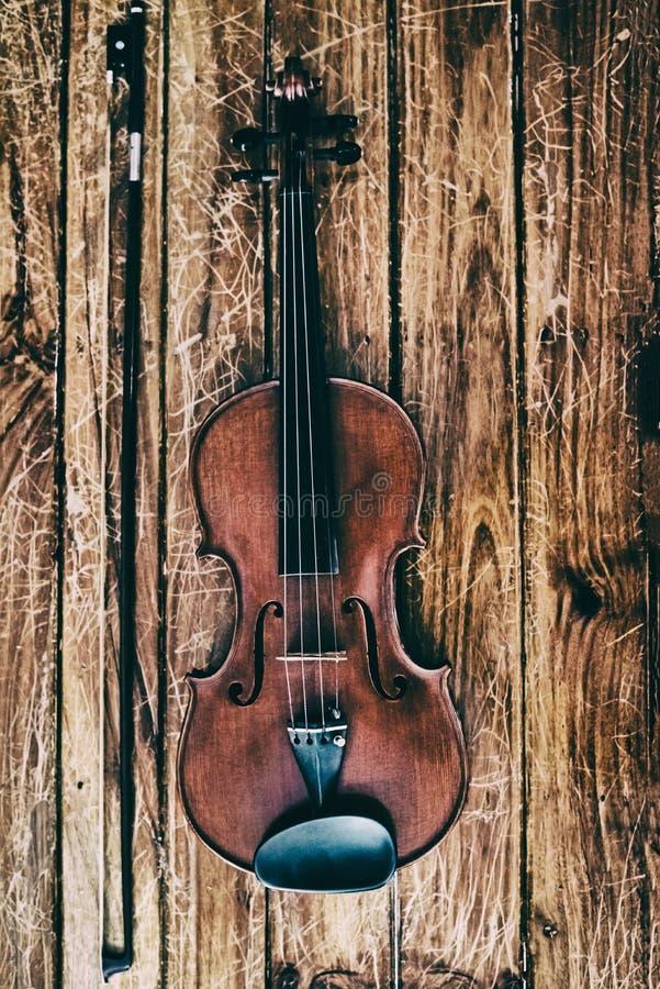 O nbackground do desig da arte abstrato do violino e da curva de madeira foto de stock royalty free