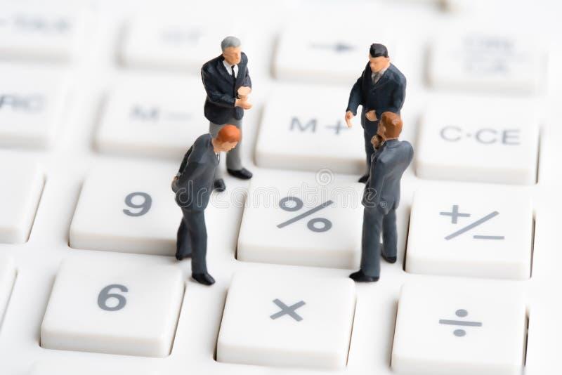 O negócio equipa a posição na calculadora fotos de stock