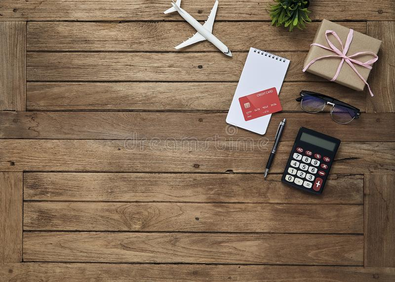 O negócio objeta o escritório na tabela da mesa imagens de stock