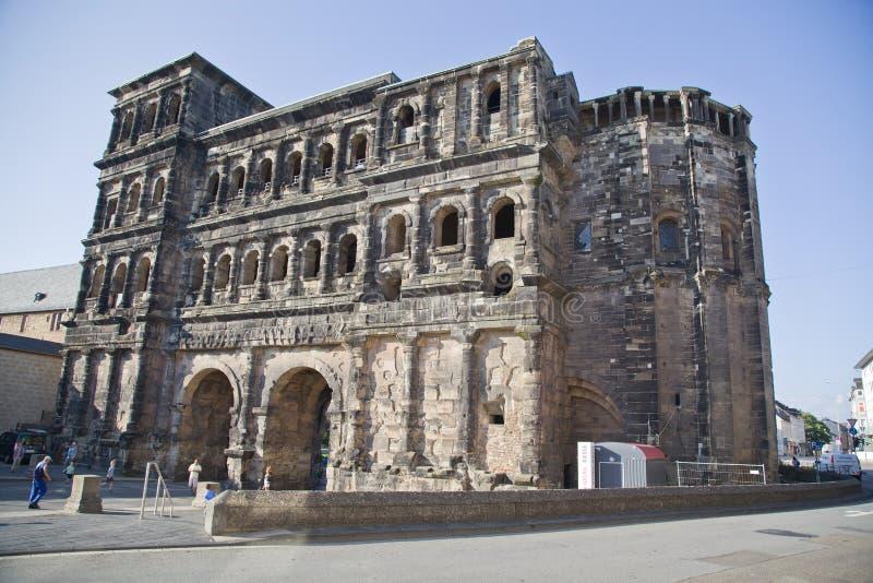 O negro de Porta (porta preta), Trier imagens de stock