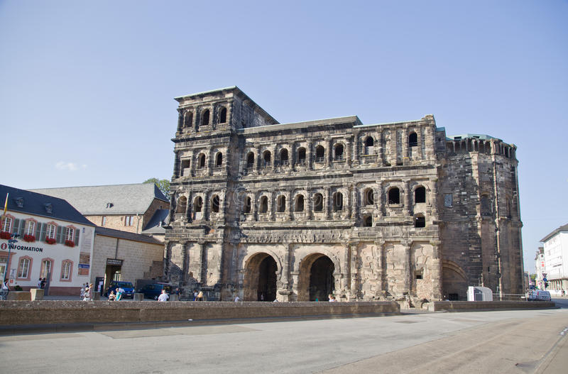 O negro de Porta (porta preta), Trier fotografia de stock