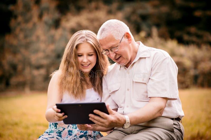 O neto mostra a tabuleta de primeira geração foto de stock royalty free
