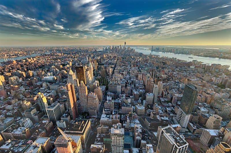 O New York City manhattan w a torre e o New-jersey da liberdade imagem de stock