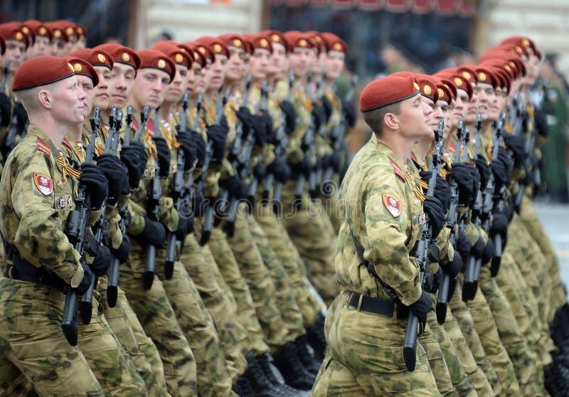 ?o?nierze oddzielny podzia? wymieniaj?cy po tym jak Dzerzhinsky gwardia narodowa gromadzi si? przy parad? na placu czerwonym na c zdjęcie stock