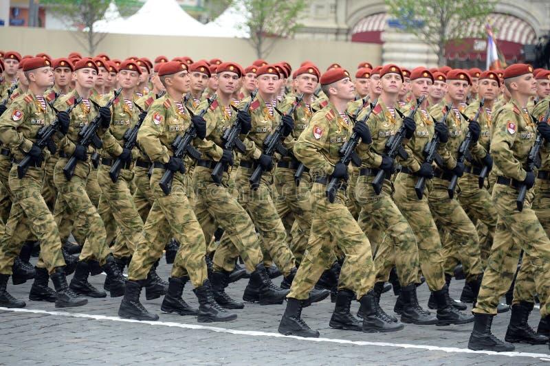 ?o?nierze oddzielny podzia? wymieniaj?cy po tym jak Dzerzhinsky gwardia narodowa gromadzi si? przy parad? na placu czerwonym na c fotografia stock