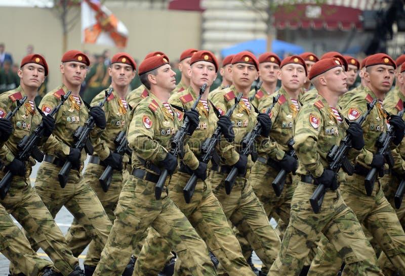 ?o?nierze oddzielny podzia? wymieniaj?cy po tym jak Dzerzhinsky gwardia narodowa gromadzi si? przy parad? na placu czerwonym na c obrazy stock