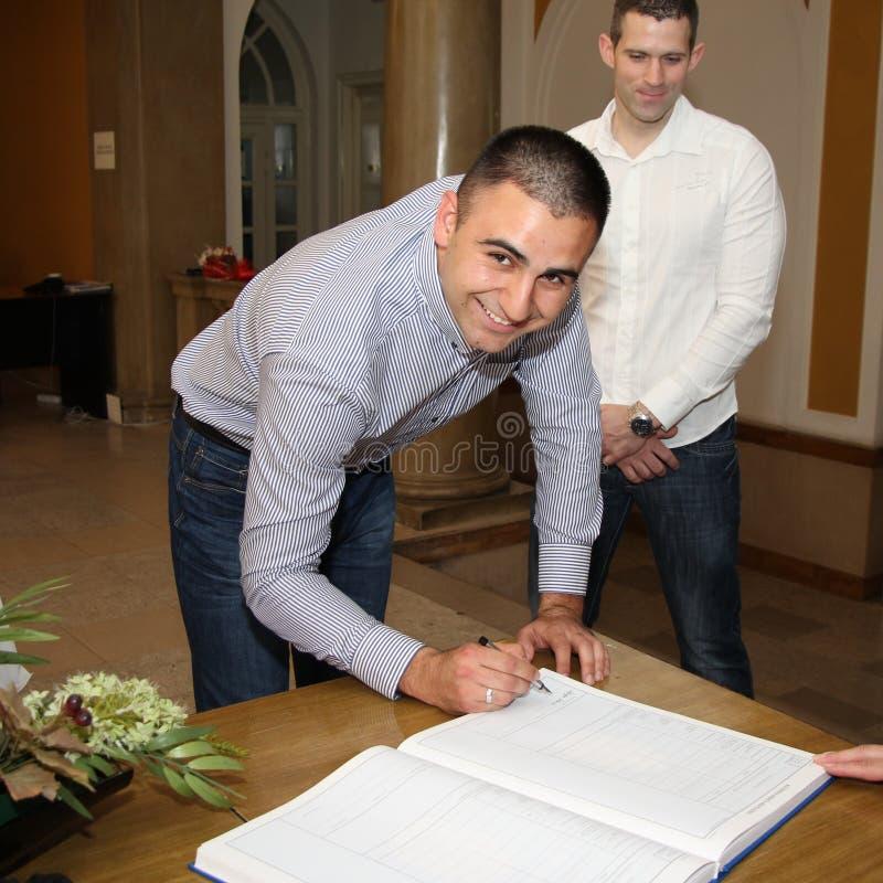 O noivo é assinado imagens de stock royalty free