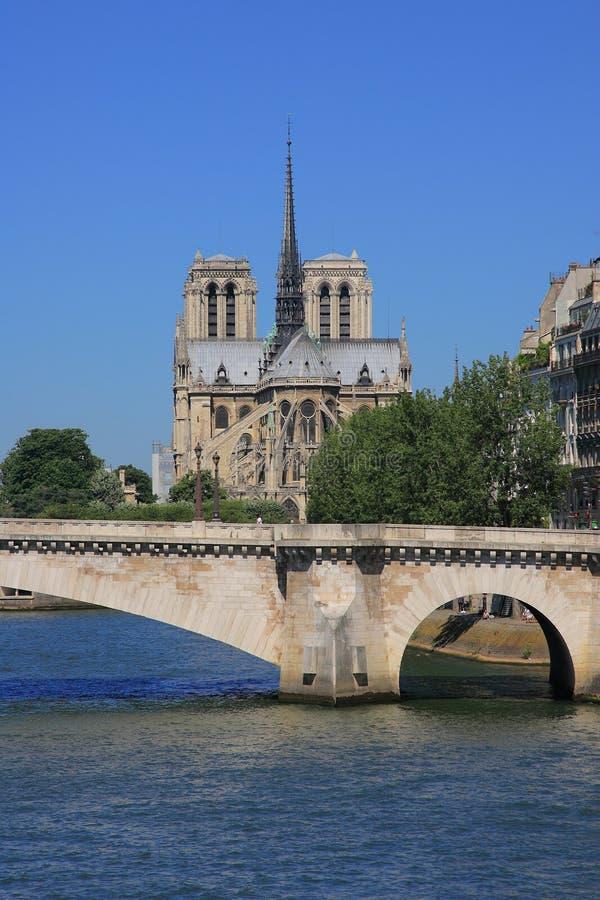 O Notre Dame em Paris foto de stock