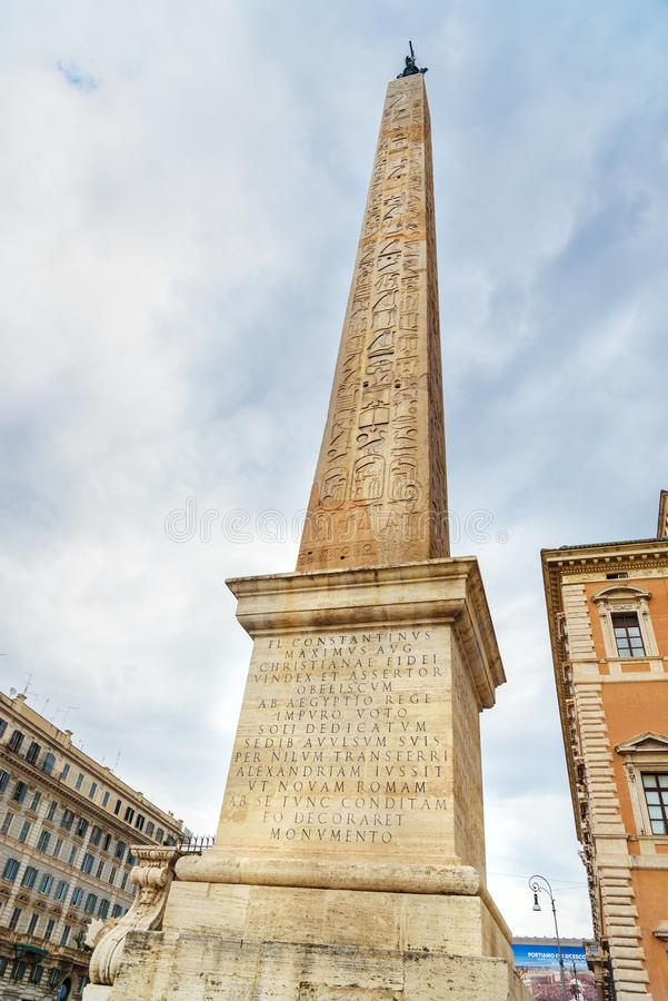O obelisco de Lateran é obelisco egípcio no Piazza San Giovanni em Laterano roma Italy fotos de stock