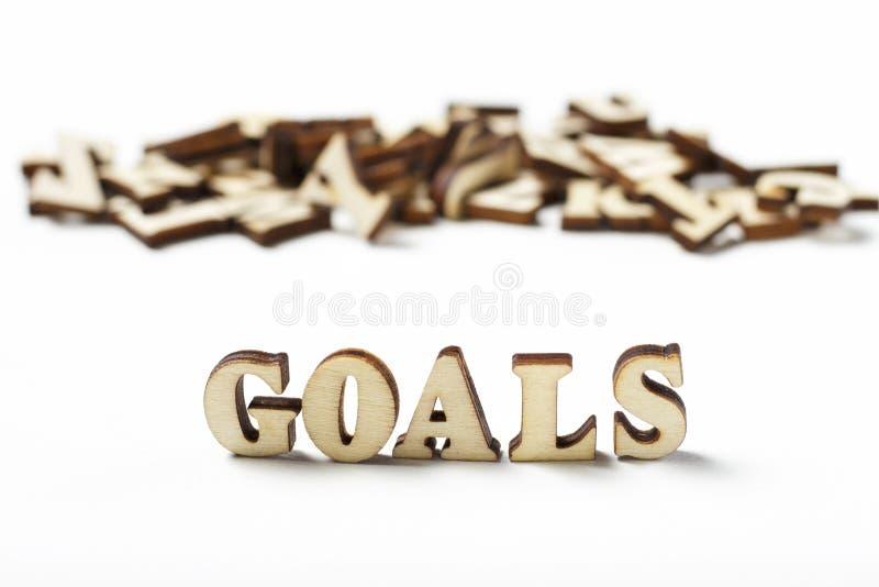 O objetivo escrito em letras de madeira, o conceito da palavra de ajustar objetivos fotografia de stock