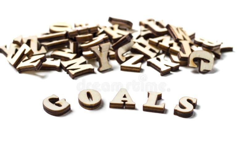 O objetivo escrito em letras de madeira, o conceito da palavra de ajustar objetivos imagem de stock