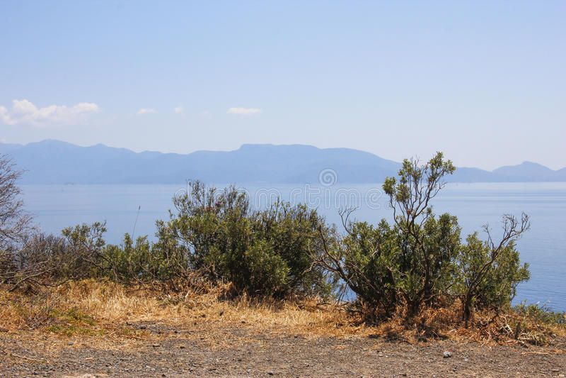 O oceano azul no mar de Dodecanese foto de stock royalty free