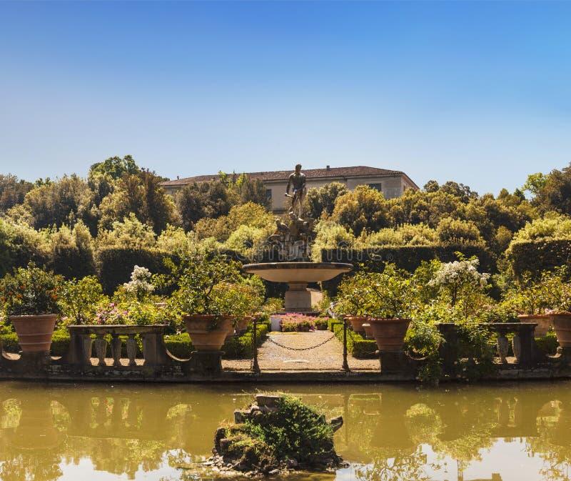 O oceano da fonte com a estátua de Netuno no jardim de Boboli, Florença, fotos de stock royalty free