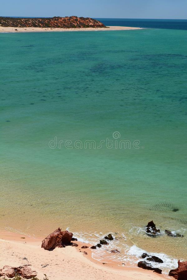 O oceano no ponto dos Skipjack Parque nacional de François Peron Baía do tubarão Austrália Ocidental fotos de stock