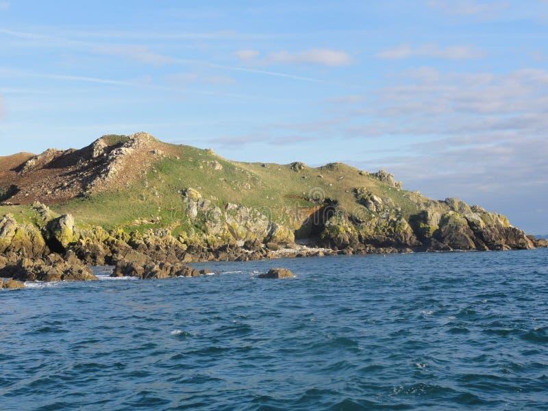 O oiseaux auxiliar de Ile é uma ilha pequena no Bretagne - vista dianteira fotografia de stock royalty free