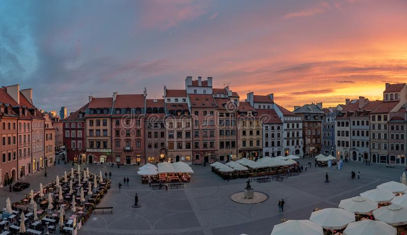 O olhar fixo velho Miasto da cidade de Vars?via ? o centro hist?rico de Vars?via fotografia de stock