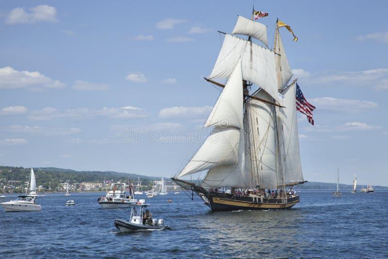 O orgulho do navio de Baltimore II entra no porto de Duluth durante o t foto de stock royalty free