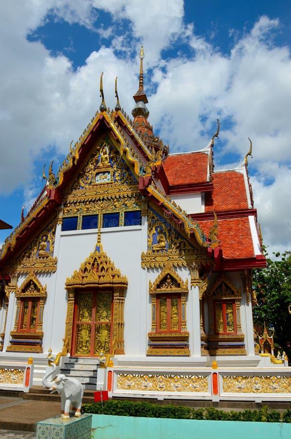 O ouro ornamentado decorou o templo budista Hat Yai Tailândia imagem de stock royalty free