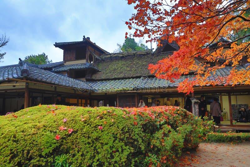 O outono de Shisen-faz templo fotografia de stock