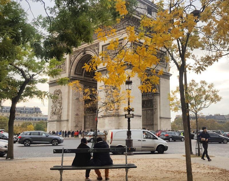 O outono em Paris, França imagens de stock