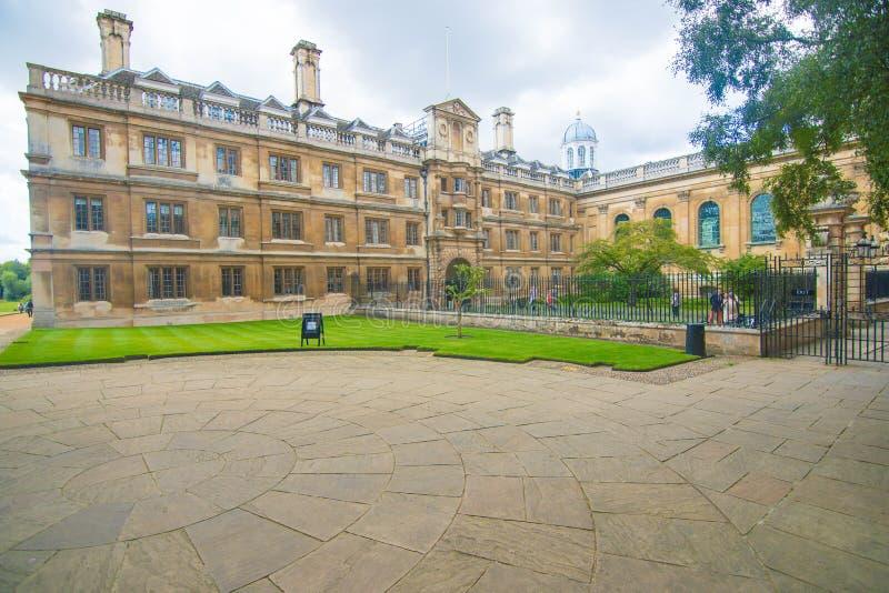 O pátio da faculdade - cor imagem de stock royalty free