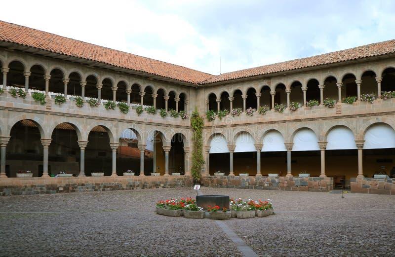 O pátio de Santo Domingo Convent no local arqueológico de Qoricancha, Cusco, Peru, Ámérica do Sul foto de stock