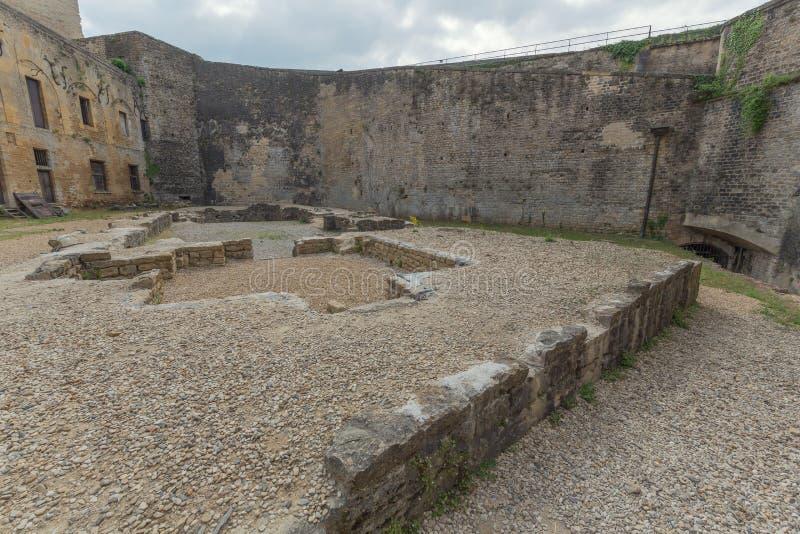 O pátio do castelo do sedan imagem de stock royalty free