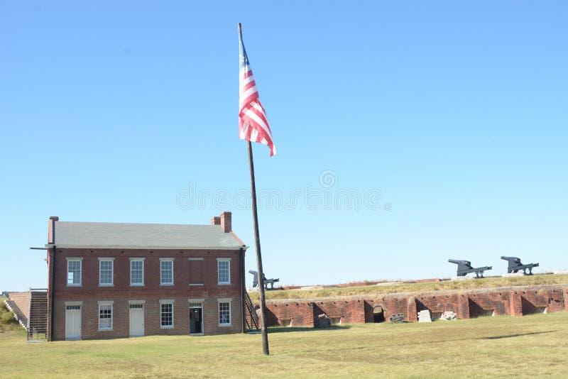 O pátio do rebitamento do forte era um lugar ocupado quando o forte era ativo no final de 1800's imagens de stock