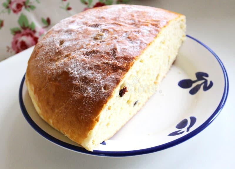 O pão doce checo da Páscoa festiva típica chamou o mazanec, conceito do alimento Vista superior, espaço da cópia, foco seletivo P imagens de stock royalty free