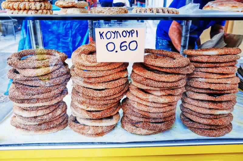 O pão grego do sésamo soa Koulouri fotografia de stock royalty free