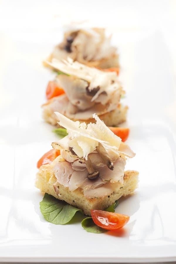 Crostini di focaccia, aperitivo de jantar fino italiano imagem de stock royalty free