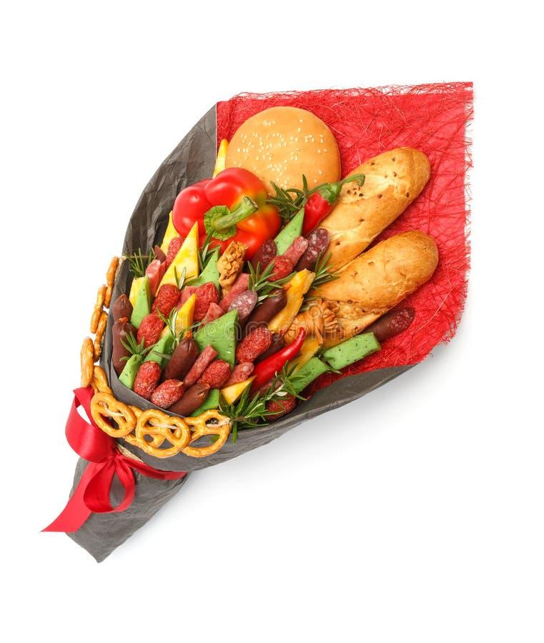 O pão integral, o bolo do sésamo, o queijo de variedades diferentes, as salsichas e a paprika são envolvidos no papel cinzento e  fotos de stock