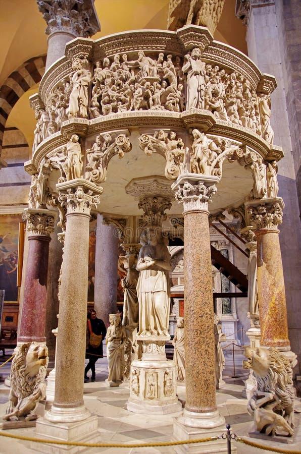 O púlpito da catedral de Pisa fotos de stock royalty free