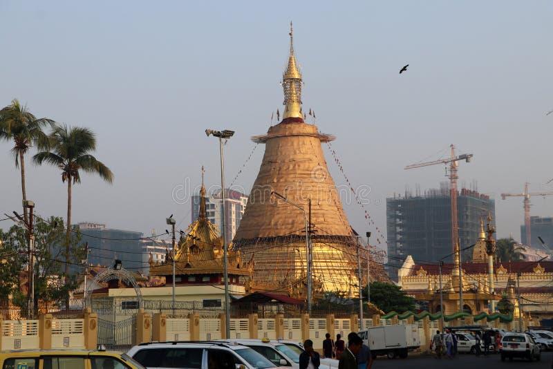 O pagode de Botataung um pagode famoso situado em Yangon do centro É casas o que é acreditado para ser um cabelo sagrado da Buda  imagens de stock